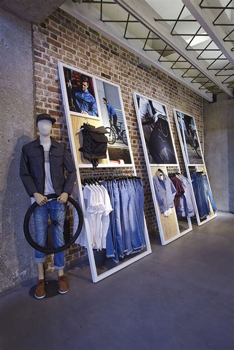 Cool Shop Petit by 25 Best Ideas About Store Displays On Gift