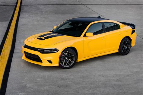 Charger Daytona 2017 by Dodge Adds Bit Of Hellcat To 2017 Dodge Charger Challenger