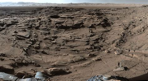 the rugged curiosity rover crosses rugged plateau spaceflight insider