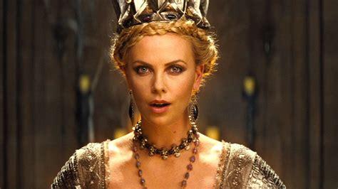 Could Charlize Theron Play Smith In Biopic by 12 Attori Diventati Famosi Per Puro Caso Best