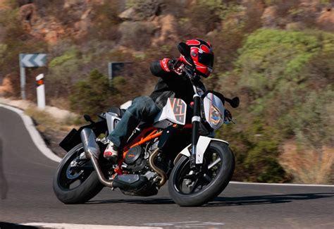 Ktm Duke Tyre Size Ktm 690 Duke 2012 2015 Review Mcn