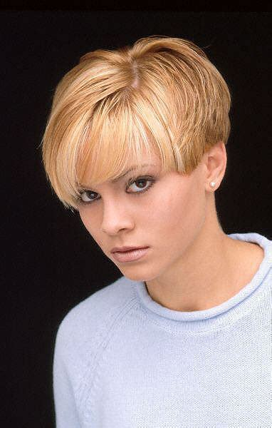 1990s short wedge haircut chynna phillips pictures