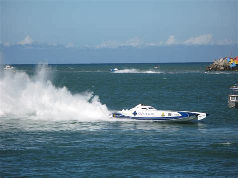 speed boat wake image of speedboat competing in an offshore race freebie