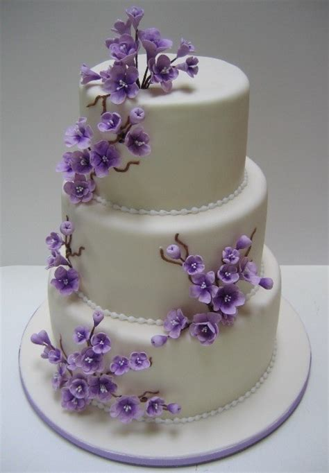 Hochzeitstorte Lila Blumen by Lovely Cake With Purple Flowers Flower Cakes
