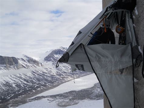 Hammock Edge Mountain climber stuart mcaleese hanging on a portaledge hobo hammocks