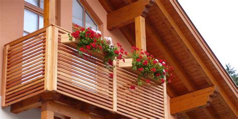 balkon holzgel nder balkon aus holz kleinen balkon gestalten teak holz