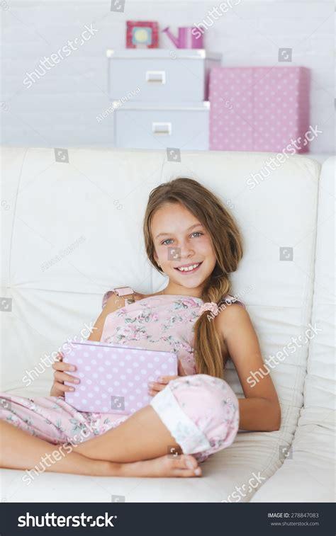 preteen school girl photos teenage schoolgirl posing images usseek com