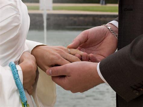 exchanging wedding rings royalty free stock images image