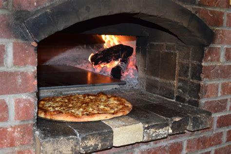 Porte Four A Pizza 3172 by Installer Un Four 224 Pizza Dans Jardin Habitatpresto