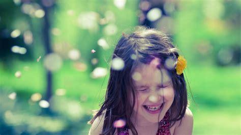 wallpaper girl happy cute little girl are happy hd wallpaper baby wallpapers