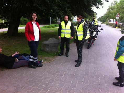 Motorradfahren Nach Schlaganfall by Re Erste Hilfe F 252 R Motorradfahrer 2