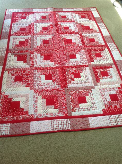 Patchwork Cabin - my and white log cabin log cabin quilts