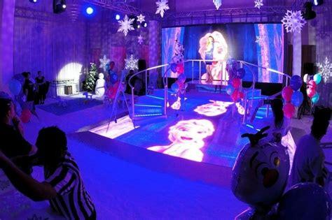 cuarto decorado con fotos y globos decoracion con globos de frozen decoracion de interiores
