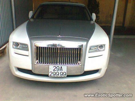 roll royce vietnam rolls royce ghost spotted in saigon vietnam on 09 08 2012