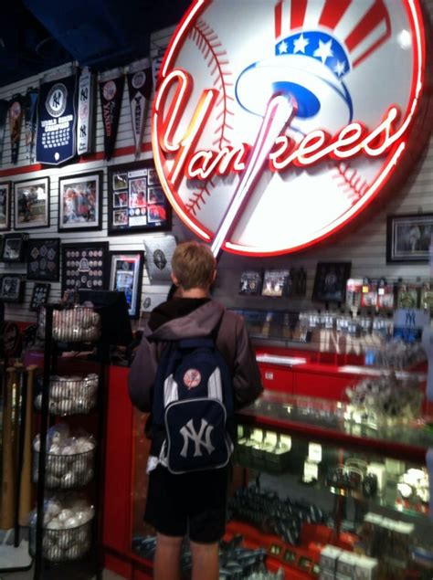 yankee clubhouse shop sports wear theater district