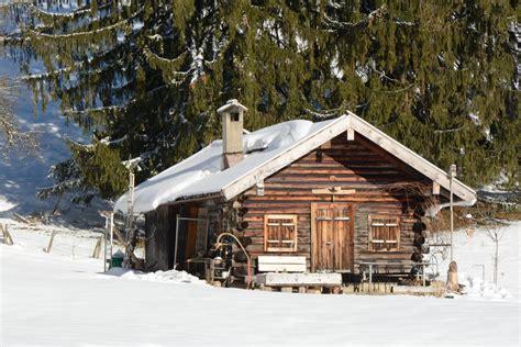 einsame hütte im schnee mieten konec chatařsk 233 sez 243 ny stř 237 d 225 sez 243 na vloup 225 n 237 přehled