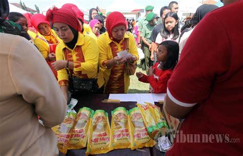 Minyak Goreng Di Pekanbaru antre minyak goreng murah di bandung foto 1 1598174 tribunnews