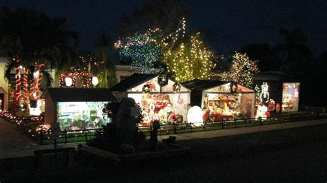 xmas lights in miami dade county lights continue to shine through the new year miami herald