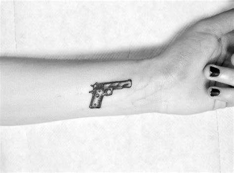 gun tattoo designs tumblr 3596dc63507c086687533e8c9c8947b0 jpg 1280 215 950 tats