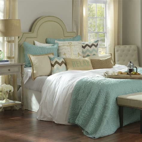 pillow headboard bedroom set 78 best ideas about pillow headboard on pinterest white comforter bedroom king size