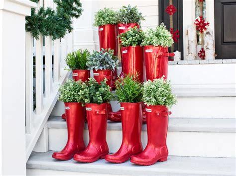 outdoor holiday decorations hgtv