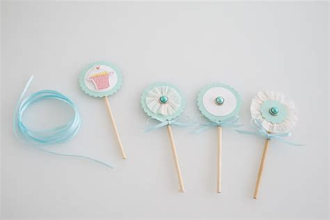 How To Make Paper Cupcake Toppers - how to make cupcake paper toppers cakejournal