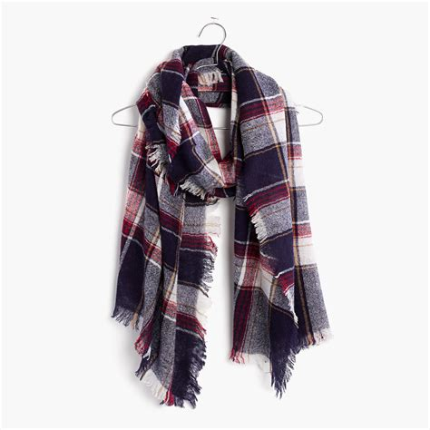 6 fall scarves we 226 re obsessed with page 2 of 6 29secrets