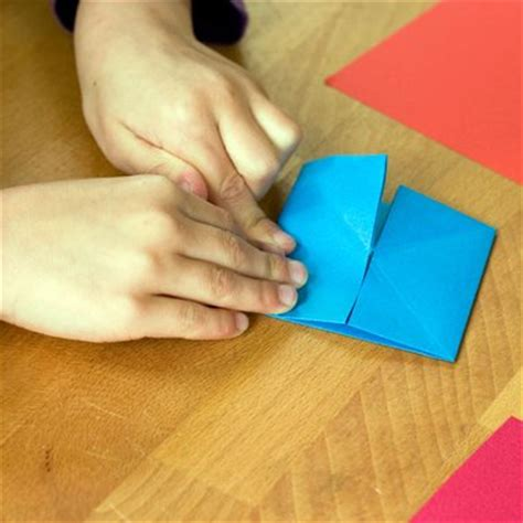 Paper Folding Fractions - curriculum 2014 teaching fractions at ks1 free primary