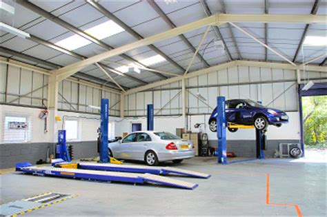 Fuel Garage Near Me by Fuss Free Car Repairing And Mot Station At Your Area