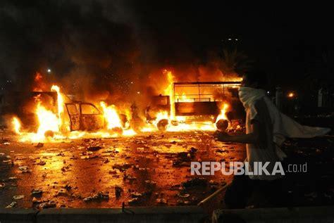 34 Bocah Yang Menggemparkan Dunia Pustaka Makmur polri masih periksa 10 terduga provokator aksi bela islam ii kendaraan polisi yang dibakar oleh