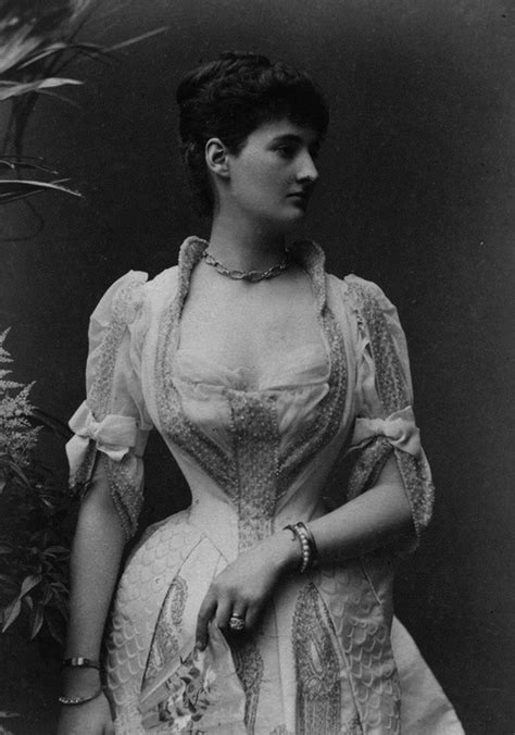 the belle poque 1890 to 1914 grand ladies gogm duchess leinster wearing a dress with a vee waistline