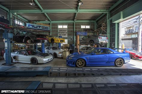 Japanese Car Garage just your typical japanese tuning garage