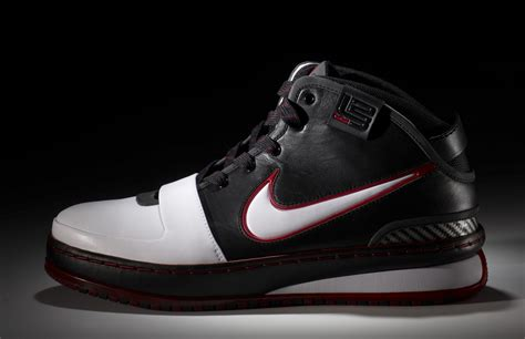 lebron james shoes cleveland cavaliers star lebron james shoes get as much