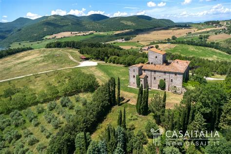 luxury land castles and historical properties for sale in italy