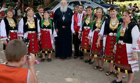 bulgarians recreate 17th century wedding at a folk