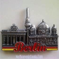 Piring Pajangan German Berlin 1 jual souvenir magnet kulkas berlin tulisan merah metal jerman