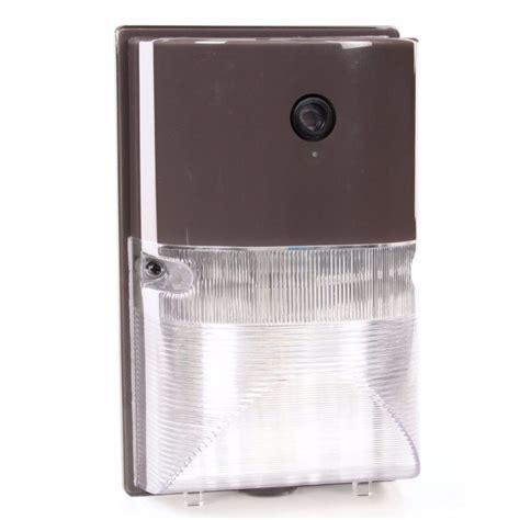 utilitech dusk to dawn light shop utilitech 1 head 70 watt black high pressure sodium