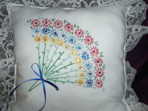 Handmade Embroidery Designs - embroidered handmade bouquet of lasy daisies