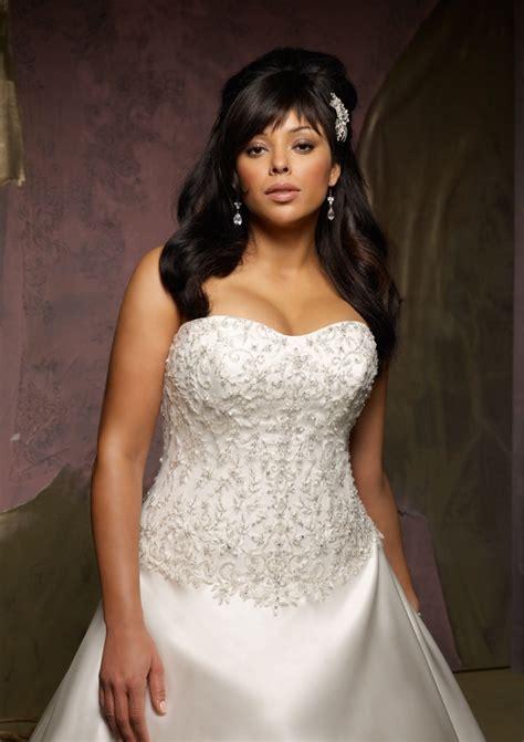 Bridal Fashion Show : Plus size wedding dresses