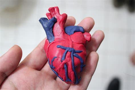 como hacer maquetas de corazon como hacer un corazon con plastilina imagui