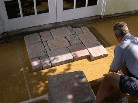How To Lay Paver Patio How To Lay A Brick Paver Patio How Tos Diy