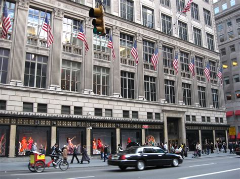 Saks Fifth Avenues One Day Of Savings by Saks Fifth Avenue To Open In Canada Hbc Purchase Finalized