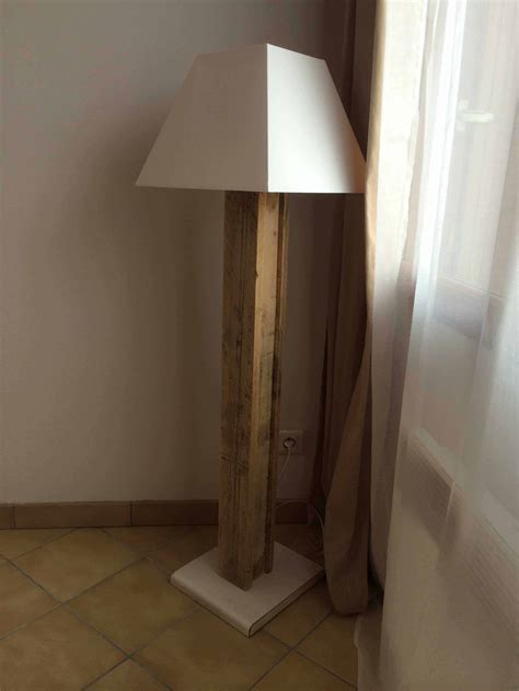 Lampe Design Réalisée Avec Une Palette / Design Pallet