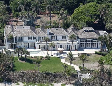 homes of the rich and wounder who lives there