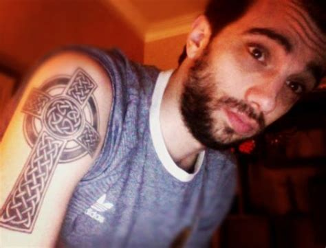 jay baruchel tattoo baruchel his celtic cross crush