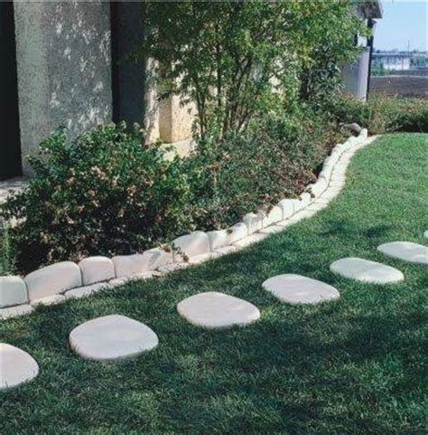 camminamenti per giardino realizzare camminamenti in giardino pavimento da esterni