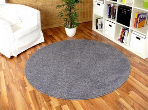 teppich rund hellgrau hochflor langflor shaggy teppiche in schwarz grau und