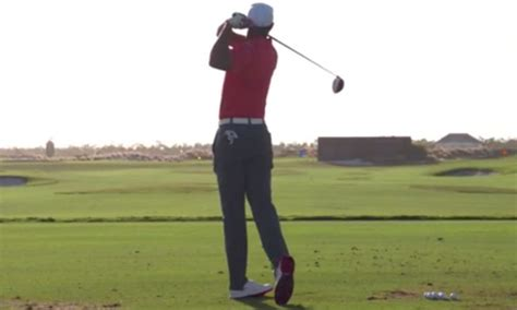 tiger woods swing from behind video watch tiger woods golf swing at hero world