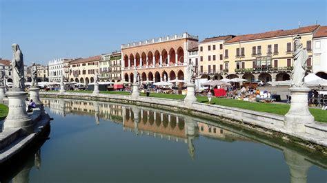 italia la guida 9782067223561 visitare padova la guida completa alla citt 224 veneta
