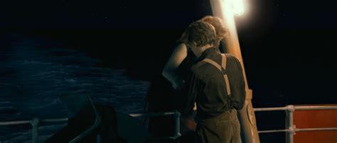 film titanic description character what s on rose s shoulder when she s